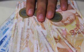 Turkey's banking watchdog sets deposit ratio to boost loans 27