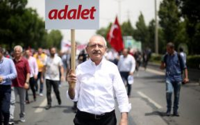 CHP leader warm to Kurdish demands for education in mother tongue 25