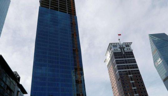 Turkish banks near Goldman 'red zone' after lira tumbles 72