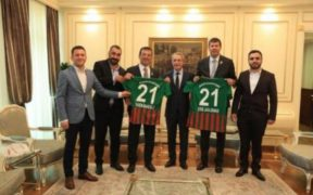 New İstanbul mayor welcomes prominent Kurdish football team 27