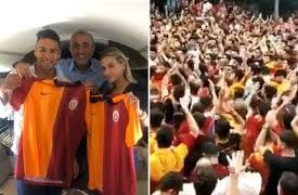 Huge crowd of Galatasaray fans flock to welcome Falcao to Turkey 22
