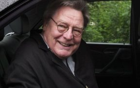Alan Parker, director of 'Midnight Express,' 'Fame,' dies at 76 30