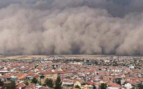Turkey's capital Ankara hit by freak sandstorm, six people injured 24