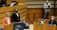 Ursula von der Leyen et Charles Michel, lundi, au Parlement européen.