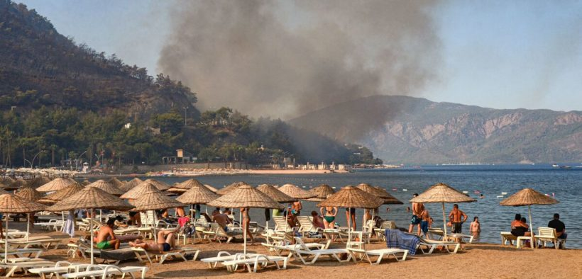 Wildfires deliver blow to tourism in Turkey